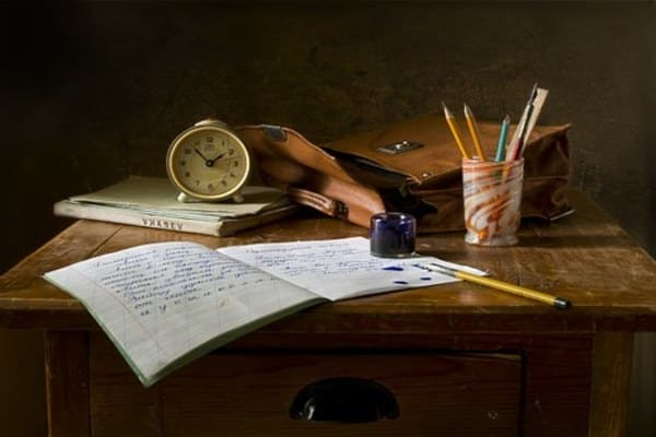 勉強をしている机とノート