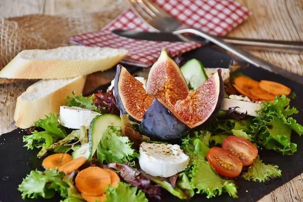 シェーヴルチーズのサラダ
