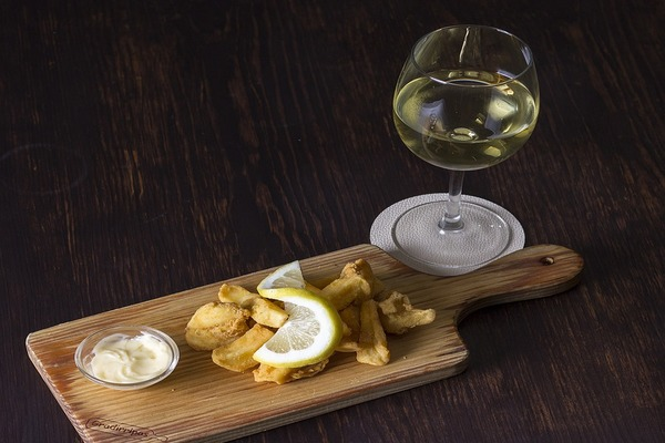 イカフライと白ワイン