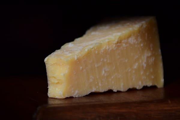 パルミジャーノ・レッジャーノのアミノ酸の結晶