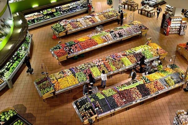 スーパーで買い物