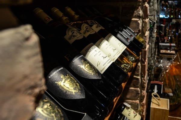 ワインが並んでいるお店