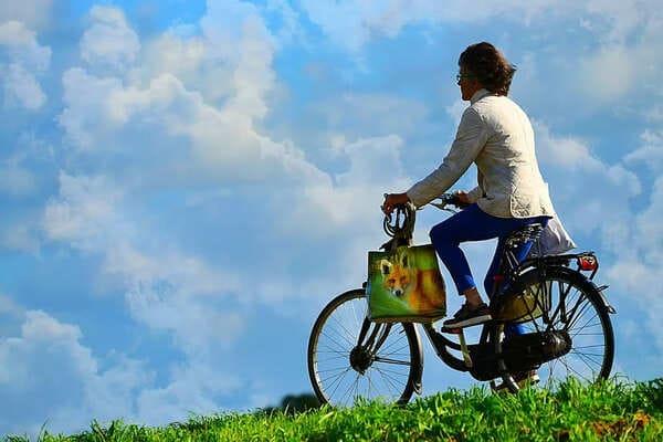 自転車で買い物をする