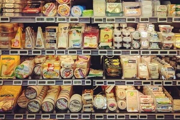 スーパーマーケットの陳列棚