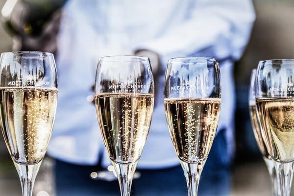 シャンパーニュのグラス