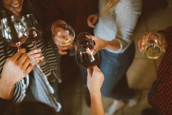 ワイワイみんなで飲むワイン