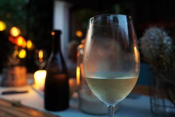 白ワイングラス