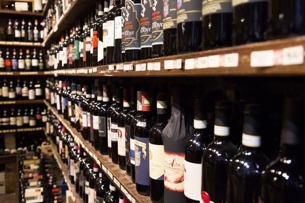 イタリアワインの陳列棚