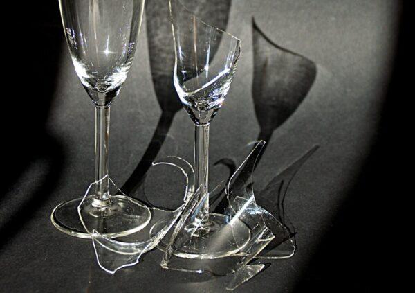 割れたグラス