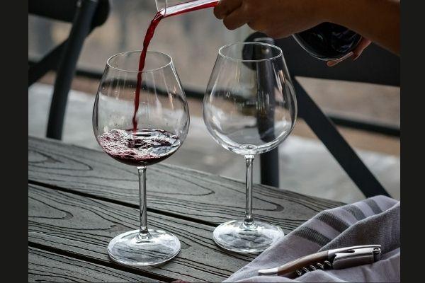 ワイングラスとオープナー