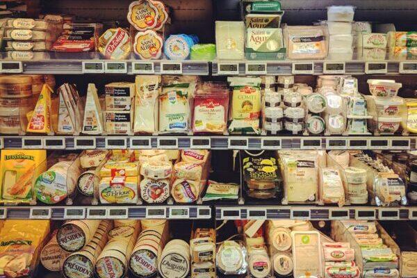 チーズがたくさん並ぶ